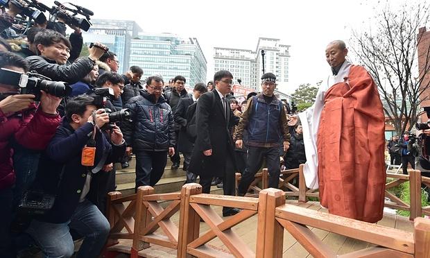 Hang Sang-Gyun (second à partir de la droite)