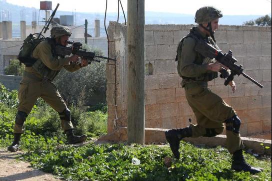Militaires israélien devant Gaza