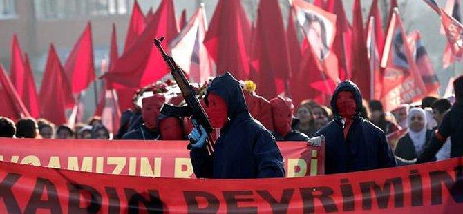 Combattants du MLKP aux funérailles de Yeliz Erbay et de Sirin Öter