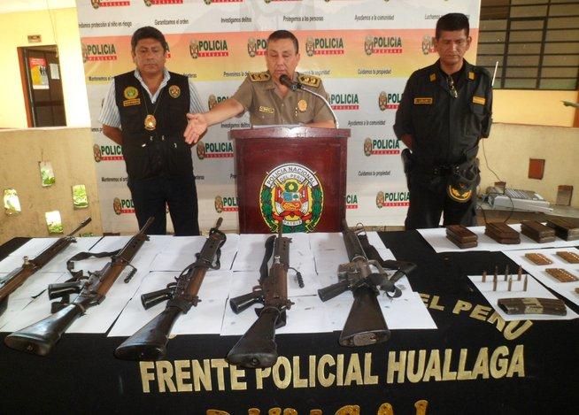 Les armes exhibées par les policiers