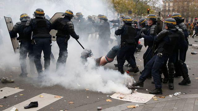 Une des 300 arrestations place de la République
