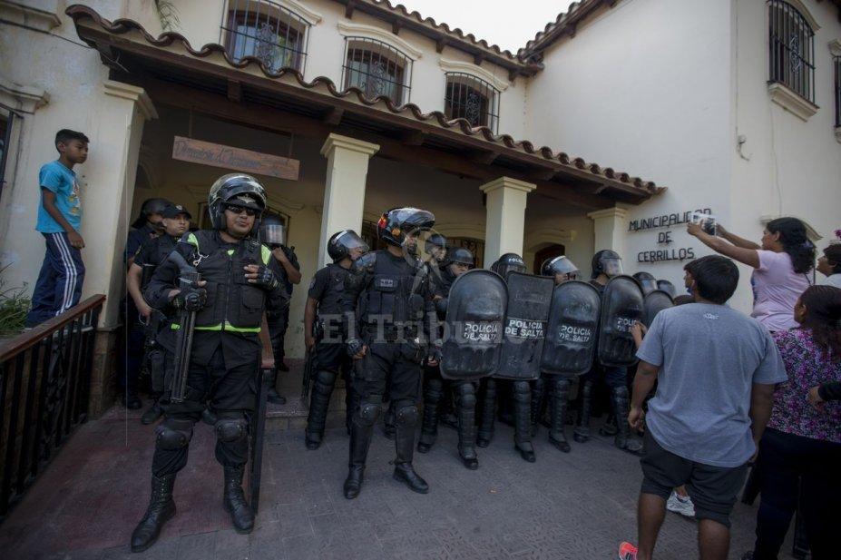 Devant la municipalité de Cerrillos