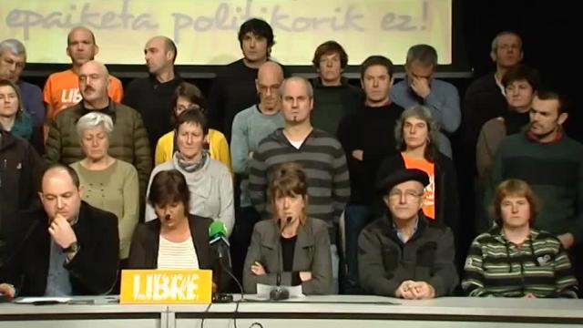 Aurore Martin (au centre) et ses co-inculpés