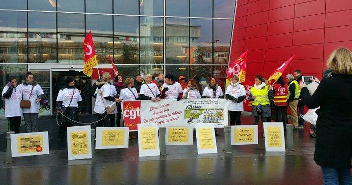 Rassemblement devant le Casino de Port-Saint-Louis