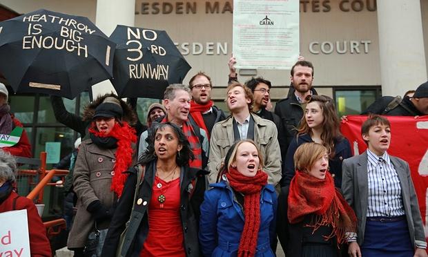 Les 13 devant le tribunal