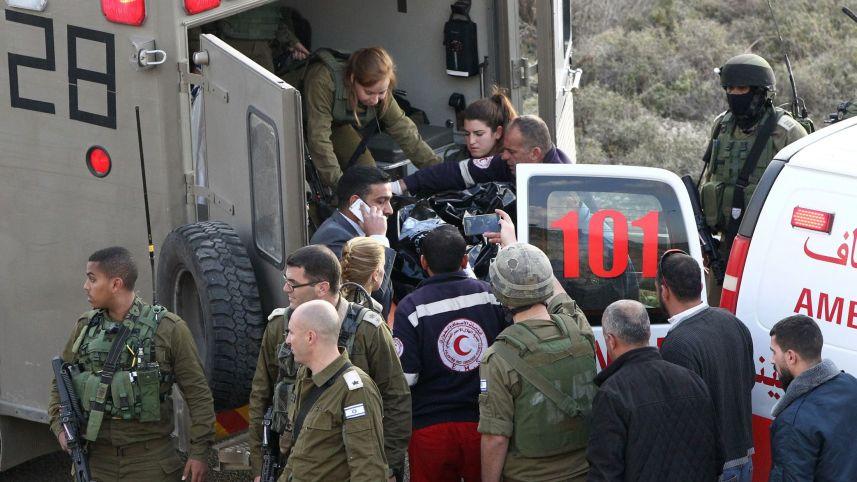 Laz dépouille de Haitham Al-Baw est embarqué dans une ambulance militaire,