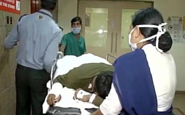 L'arrivée des paramilitaires blessés à l'hôpital de Raipur