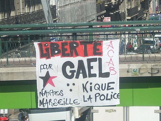 Banderolle solidaire à Marseille