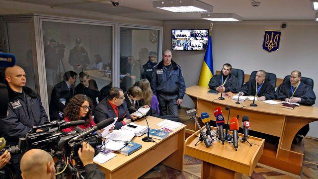 Dans le box: Alexandre Alexandrov (à gauche) et Evgueni Erofeiev (à droite), devzant eux (chemise rouge): Iouri Grabovski