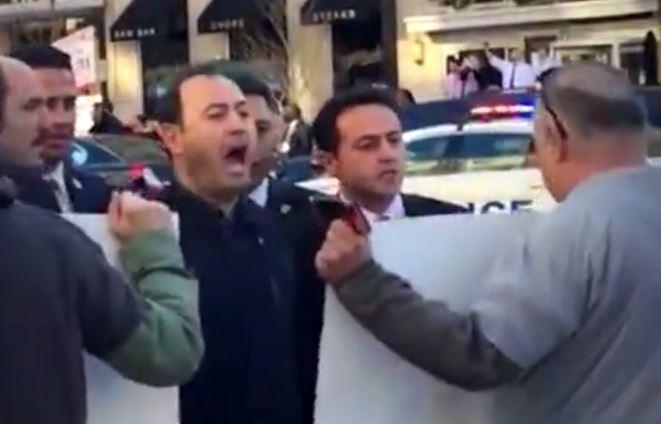 Les gardes du corps d'Erdogan meuglent contre les manifestants
