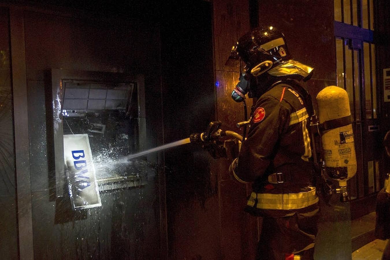 Distributeur automatique de billets incendié à Barcelone