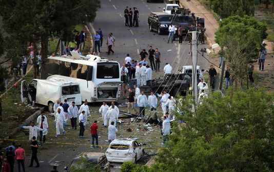 La carcasse du bus à Diyarbakir