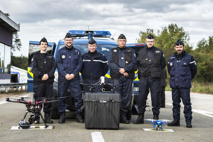 Les gendarmes et leurs drones