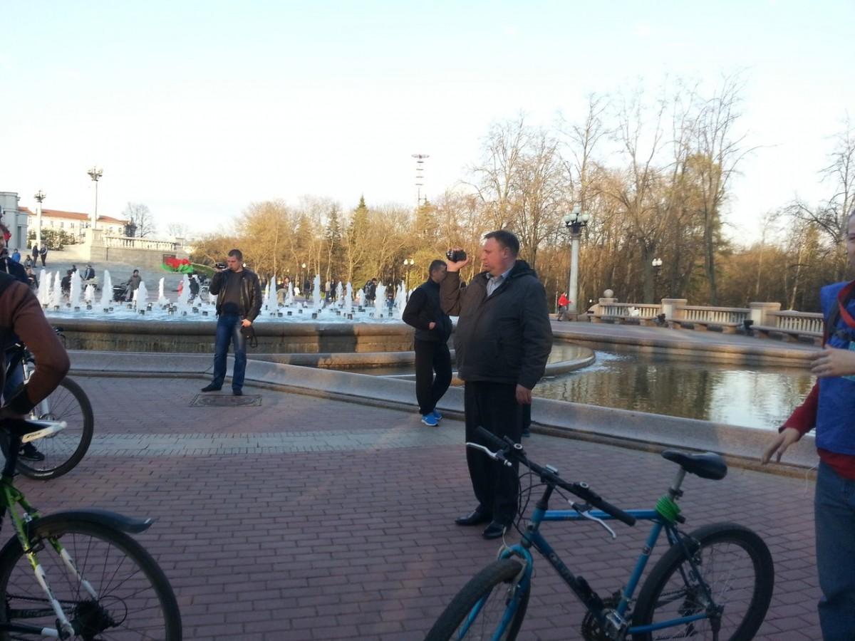 Policiers en civil lors de la Masse critique de Minsk