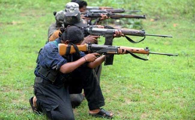 Militantes maoïstes à l'entraînement
