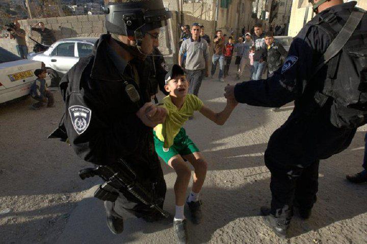 Arrestation d'un enfant palestinien
