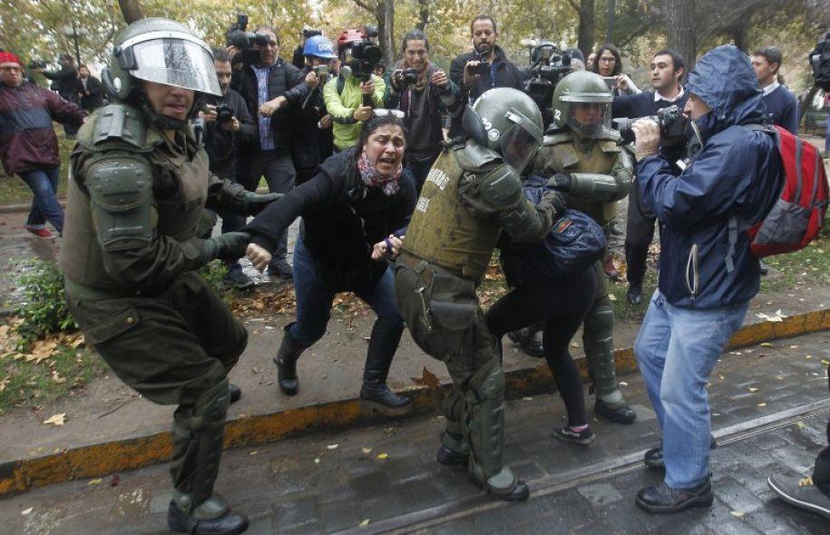 Affrontement dans le centre de Santiago