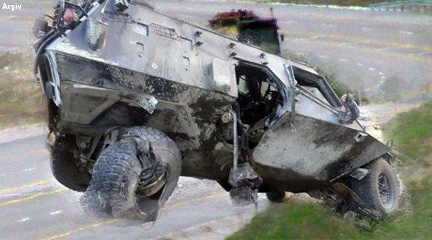 Photomontage de la presse turque (le blindé détruit et le lieu de l'explosion)