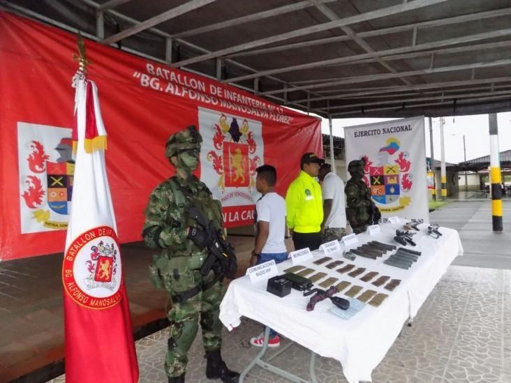 L'armée expose le matériel saisi
