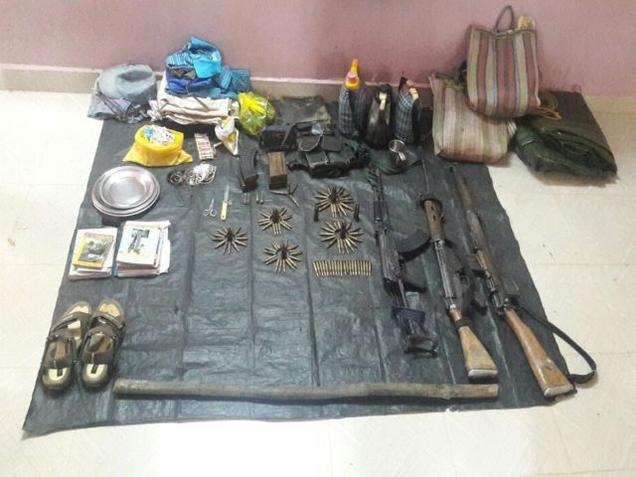 Les effets pris par les policiers sur les corps des maoïstes