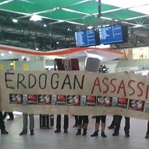 La manifestation à l'aéroport de Caselle (Turin)