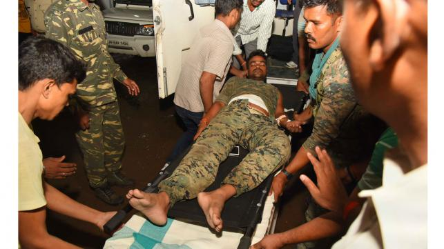 Arrivée d'un des blessés à l'hôpital