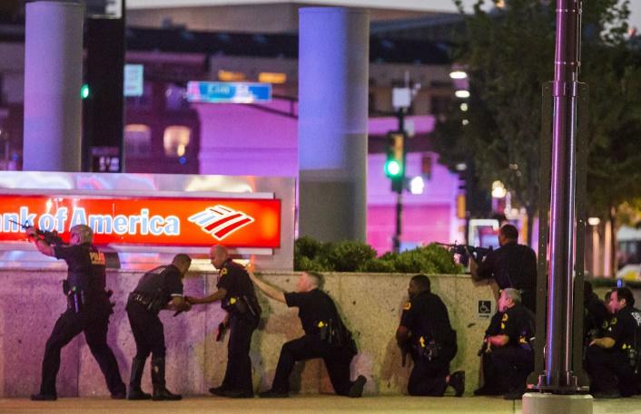 La police se prend des balles à Dallas