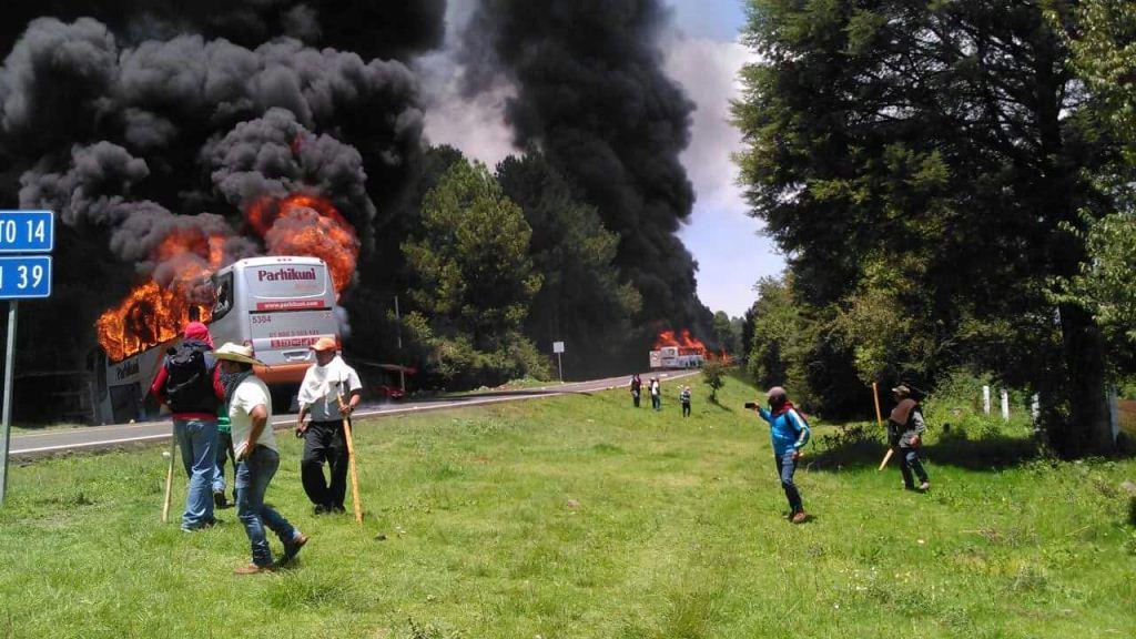 Autobus incendiés à San Juan Tumbio