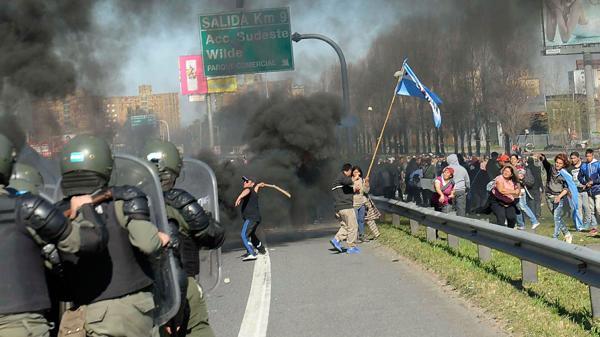 Les affrontements sur l'autoroute Buenos Aires-La Plata