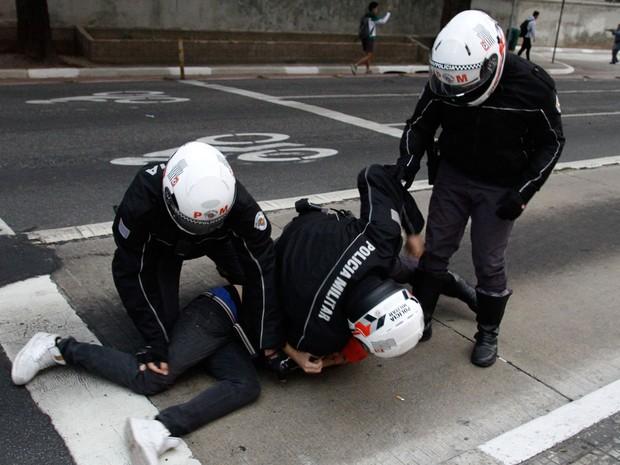 Arrestation d'un manifestant jeudi à Sao Paulo
