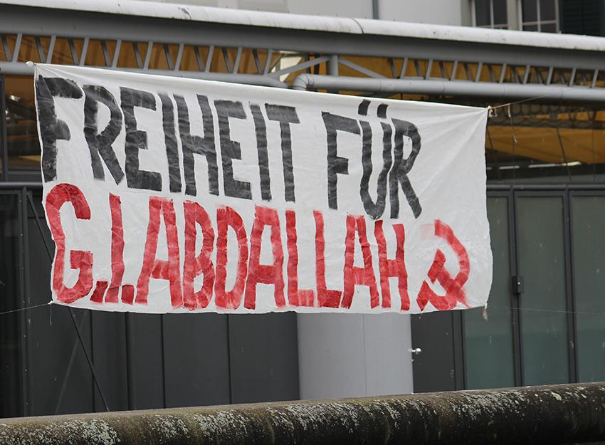 Une banderole pour Georges Abdallah ce samedi à Zürich
