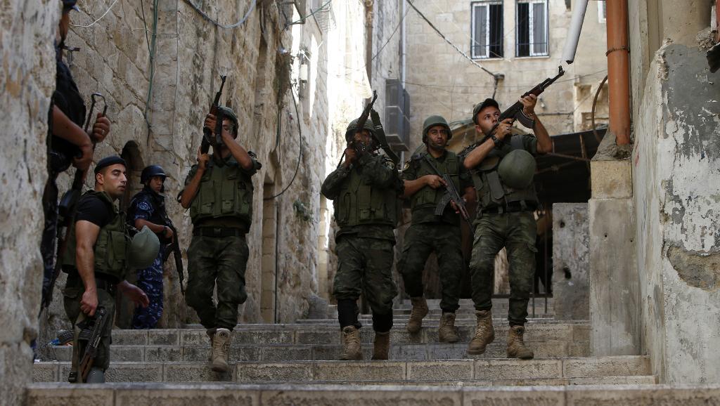 Policiers palestiniens patrouillant à Naplouse