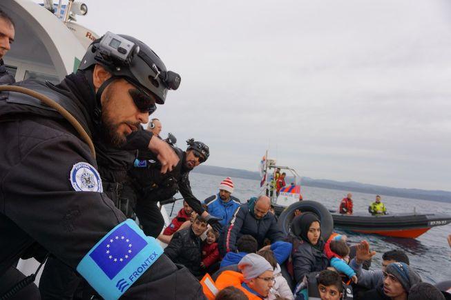 Policiers de frontex en opération à Lesbos