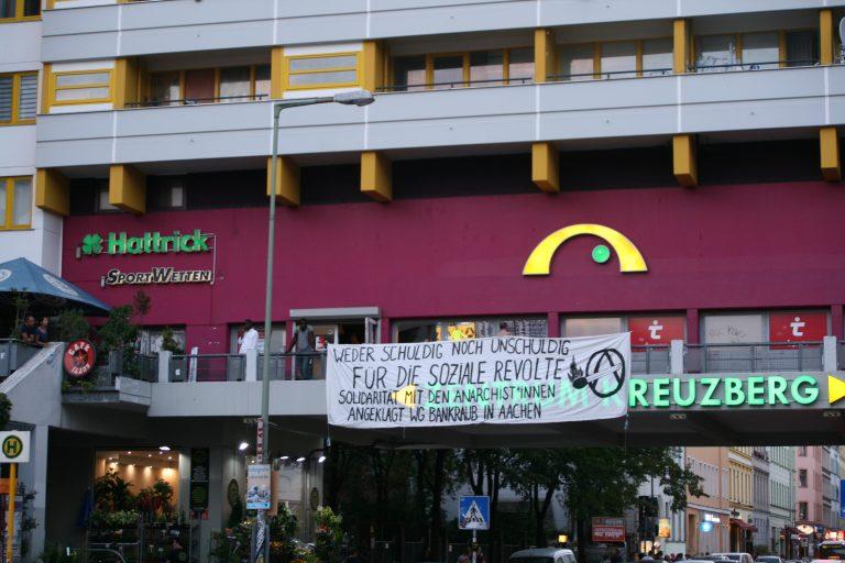 Banderole solidaire accrochée à Kreuzberg