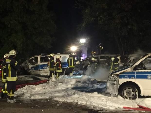 Véhicules de police incendiés à Magdebourg