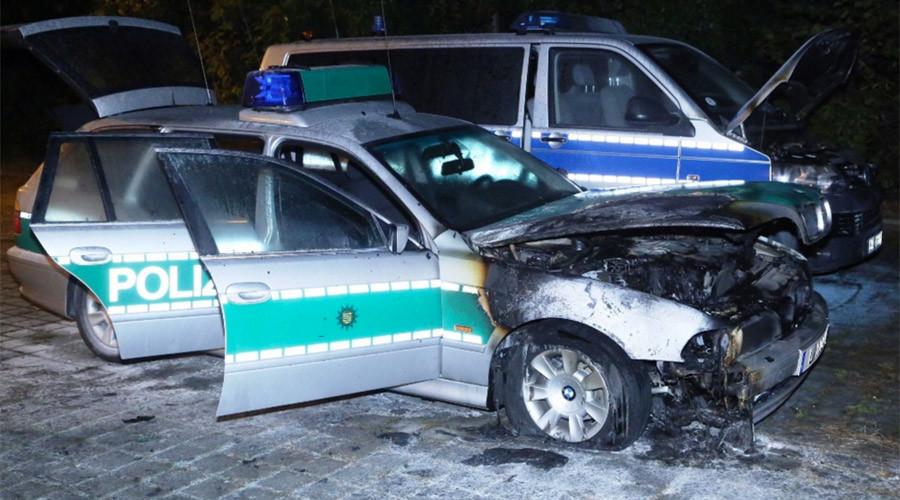 Deux des trois véhicules incendiés à Dresde