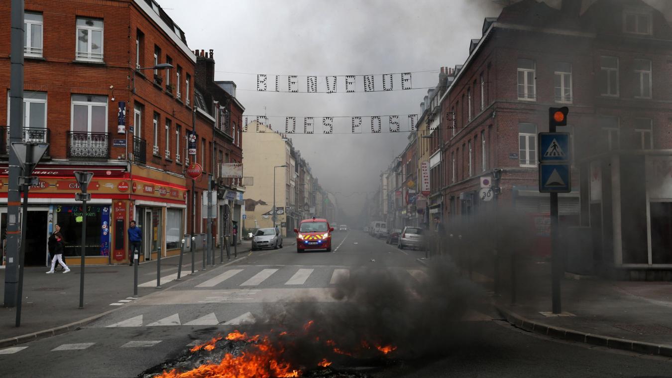 Feu de pneus au rond-point des postes, à Lille