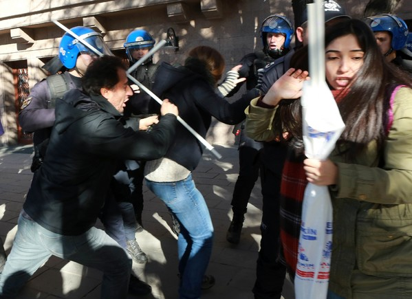 heurts entre manifestants et policiers à Ankara