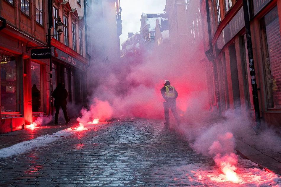 Engins pyrotechniques allumés par les antifas samedi à Stockholm