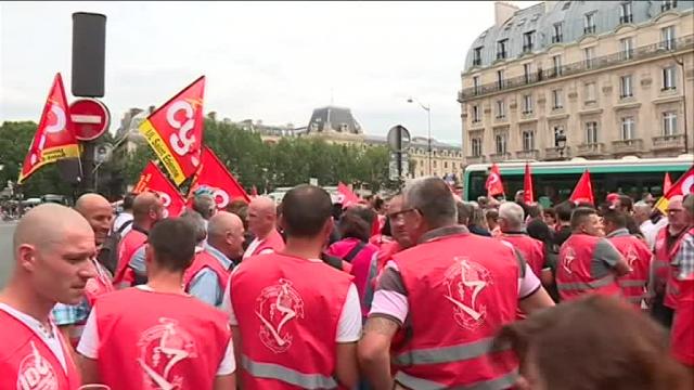 Le rassemblement solidaire devant le palais de justice de Paris