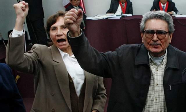 Elena Iparraguirre et Abimael Guzmán, dirigeants du PCP-SL, lors d'un procès en 2004