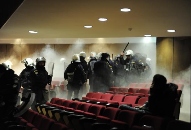 Les affrontements au Palais de justice d'Athènes