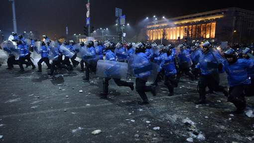 Charge de gendarmes hier soir à Bucarest