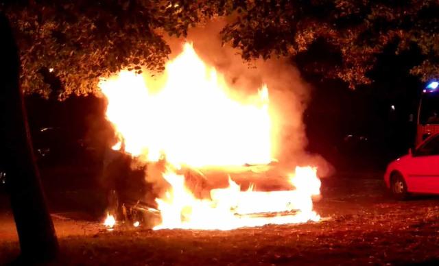 Un véhicule diplomatique français incendié à Berlin