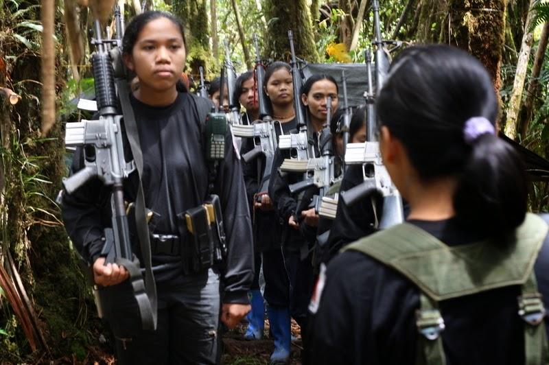 Combattantes maioïstes aux Philippines