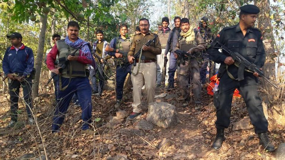 Les policiers et miliciens anti-maoïstes du district de Banka