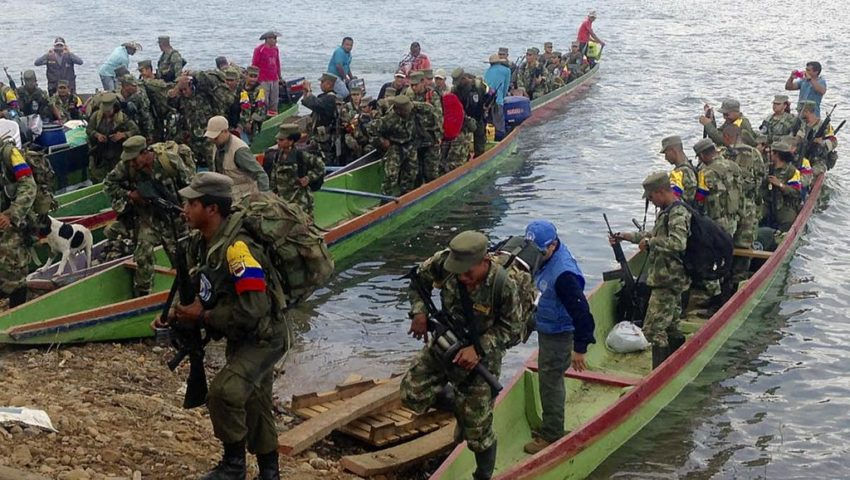 I membri delle FARC stanno per consegnare le loro armi a Gallo, nel dipartimento di Cordova, il 1 ° febbraio 2017