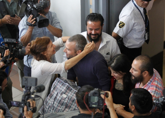 La  libération de Mónica Caballero et Francisco Solar