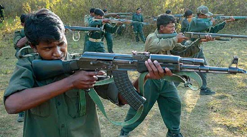 Guérilleros maoïstes à l'entraînement
