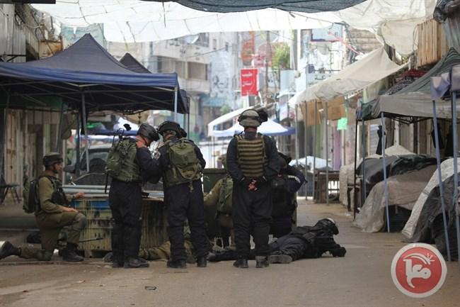 Les forces d'occupation tirant sur les manifestants à Hébron